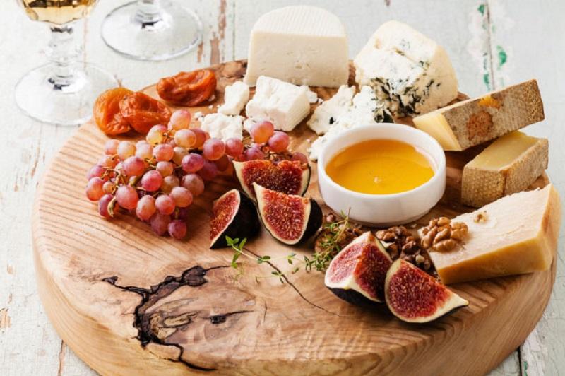 Как безошибочно определить, что ты покупаешь сыр, а не подделку из сухого молока!